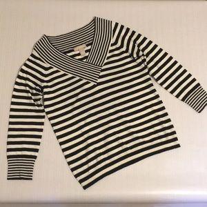 Banana republic b and w striped v-neck sweater EUC